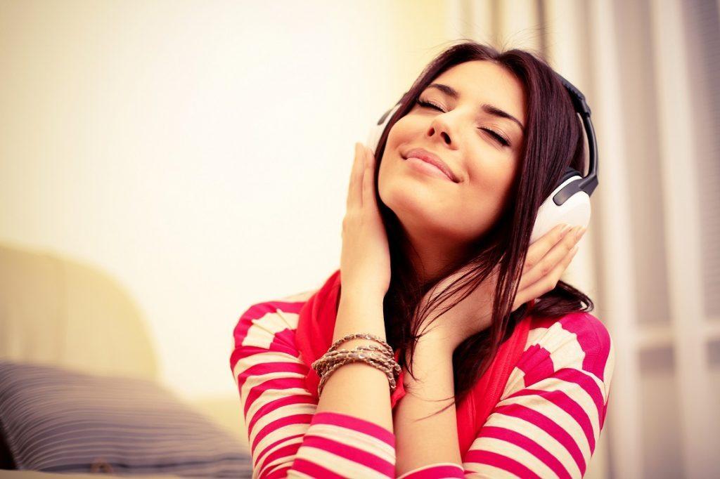 گوش کردن به موسیقی برای تقویت زبان انگلیسی